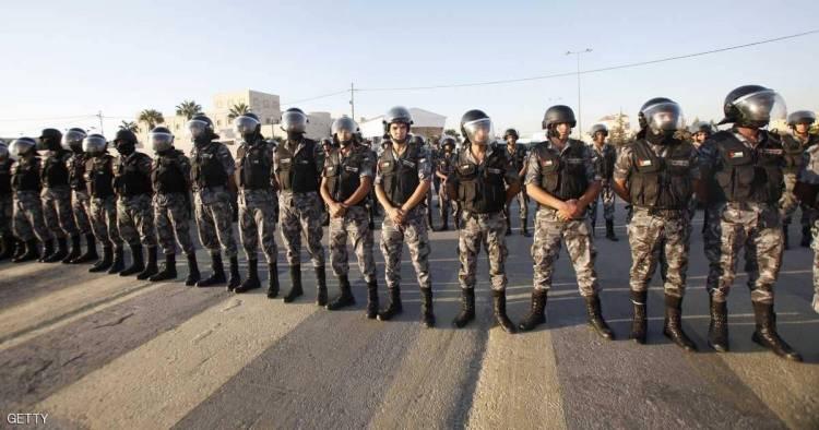 قتيل وإصابة 4 من رجال الأمن في الأردن
