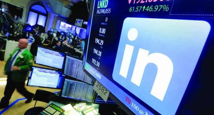 """بتقنية جديدة .. """"لينكد إن"""" تناطح """"فيسبوك"""" و""""تويتر"""""""