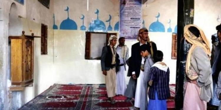 """الحوثيون يعينون """"مجنون"""" خطيباً لأحد مساجد الحديدة، والخطبة تتحول إلى حفلة ضحك!!"""