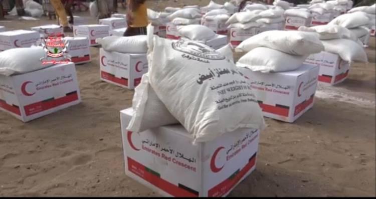 هلال #الامـارات يغيث سكان الدريهمي بـ 500 سلة غذائية بمحافظة الحديدة