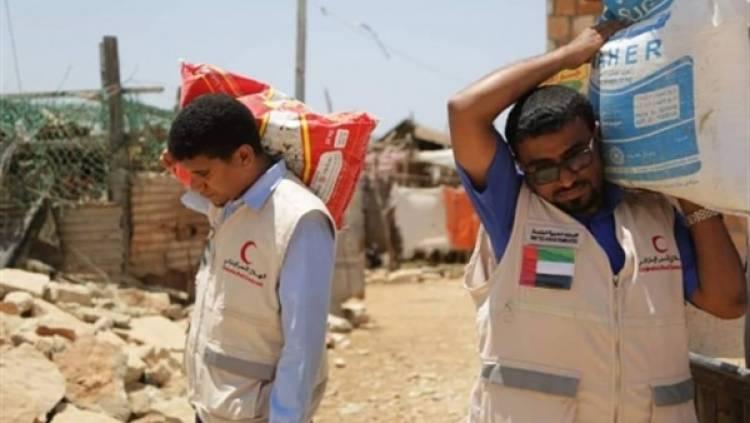 الهلال الاحمر الإماراتي يوزع 500 سلة غذائية في حضرموت