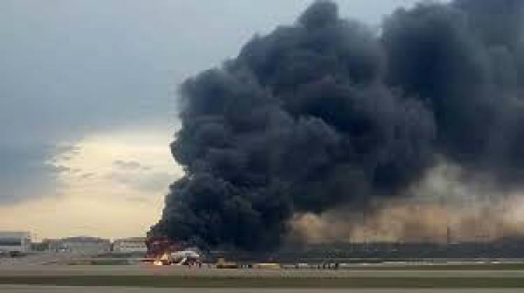 ارتفاع عدد ضحايا حادثة اشتعال النيران في الطائرة الروسية التي هبطت اضطراريا في مطار شمالي موسكو إلى 41 شخصا