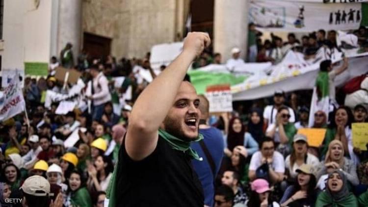 """آلاف الطلاب في شوارع الجزائر بأول """"مظاهرة رمضانية"""""""