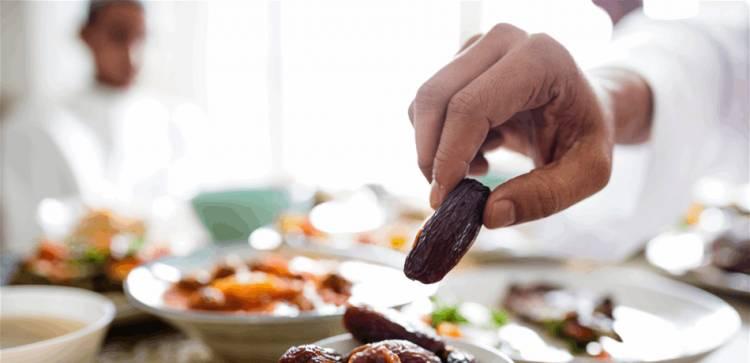 مشروب سحري لمنع العطش والجوع في رمضان.. مكوناته موجودة بكل مطبخ!