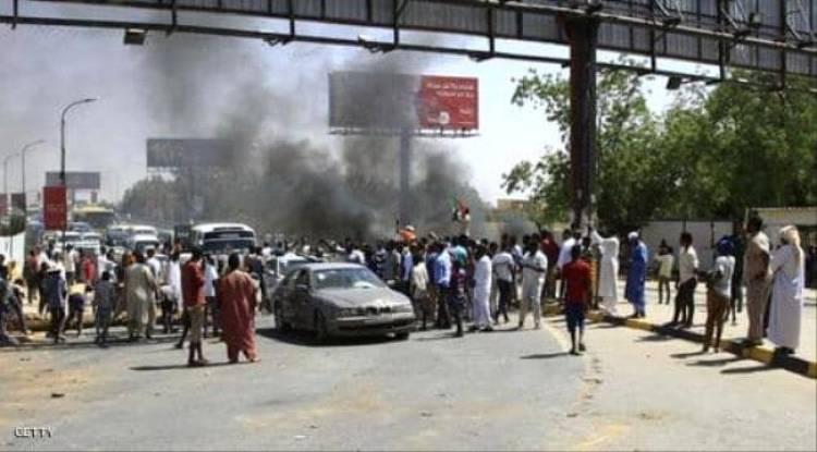 الجيش السوداني يزيل المتاريس.. وإطلاق نار قرب الاعتصام