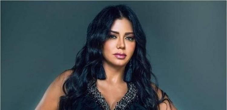 """إبنة رانيا يوسف تضرب زميلها بسبب """"فيديو إباحي لأمها"""""""