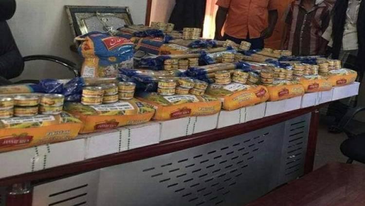 تدشين توزيع سلال غذائية لعمال صندوق النظافة بساحل حضرموت