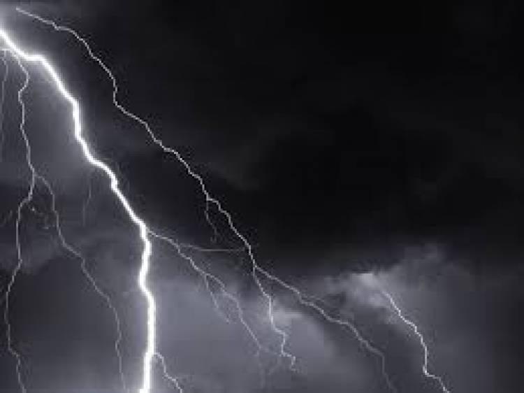 أمطار غزيرة تقطع الطرقات وتغرق المنازل في محافظة لحج