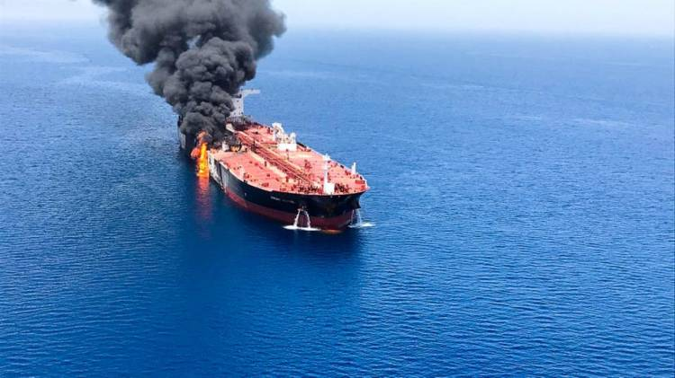 الأسطول الأميركي الخامس: تلقينا ندائي استغاثة في خليج عمان