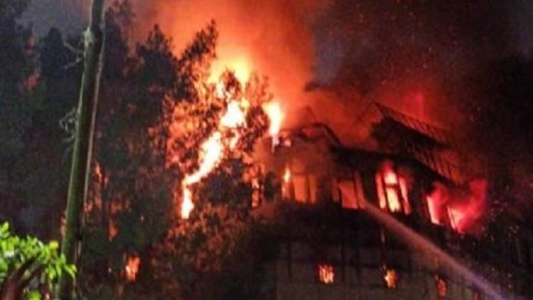 حريق ضخم يدمر كنيسة تاريخية في قلب القاهرة