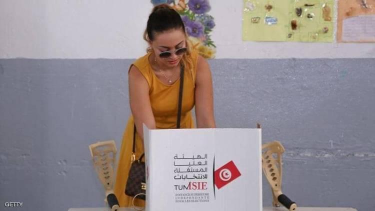 بين الحجاب والوشم.. تونس تنتخب رئيسا جديدا