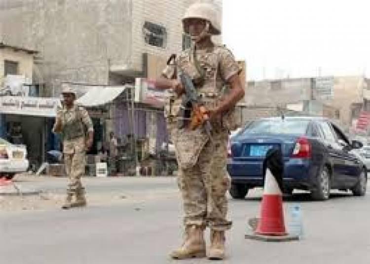 الأجهزة الأمنية بعدن تلقي القبض على أخطر مطلوب أمني في الشيخ عثمان