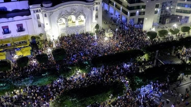 """تونس.. احتفالات عارمة بـ""""فوز"""" قيس سعيد بالسباق نحو قصر قرطاج"""