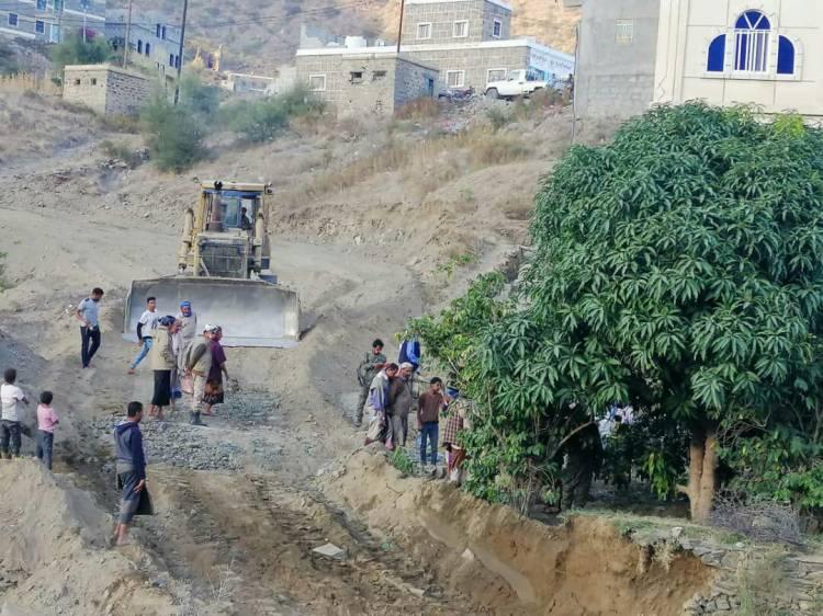 استمرارالعمل في مشروع طريق اليزيدي- جبل لمطور رباط السنيدي بوتيرة عالية