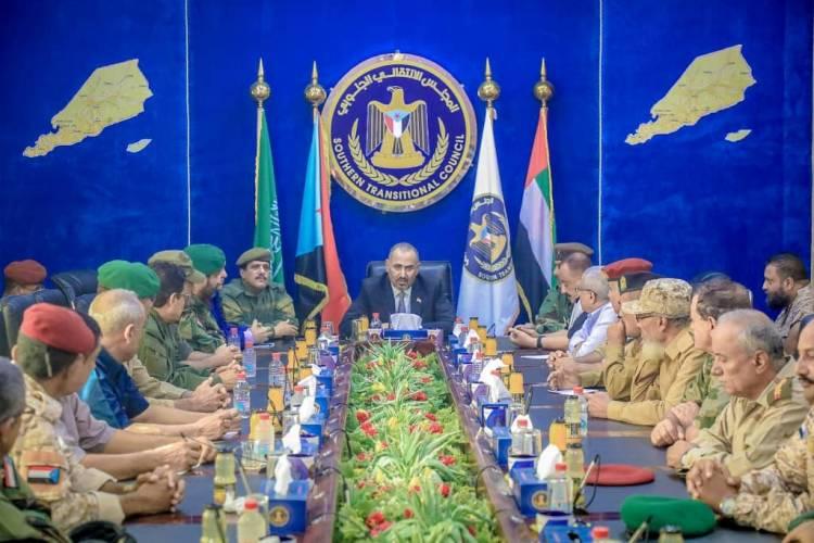 الرئيس القائد عيدروس الزُبيدي يترأس اجتماعاً هاماً للقيادات العسكرية والأمنية الجنوبية