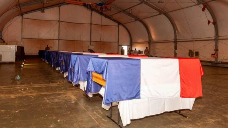 وصول جثامين 13 عسكريا فرنسيا قتلوا في عملية ضد الجهاديين في مالي