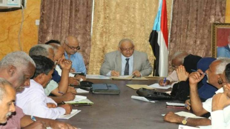 انتقالي العاصمة عدن يناقش مشاكل المياه والكهرباء والوقود