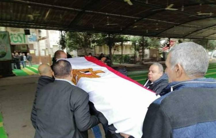 بالصور.. وصول جثمان ماجدة لمسجد مصطفى محمود
