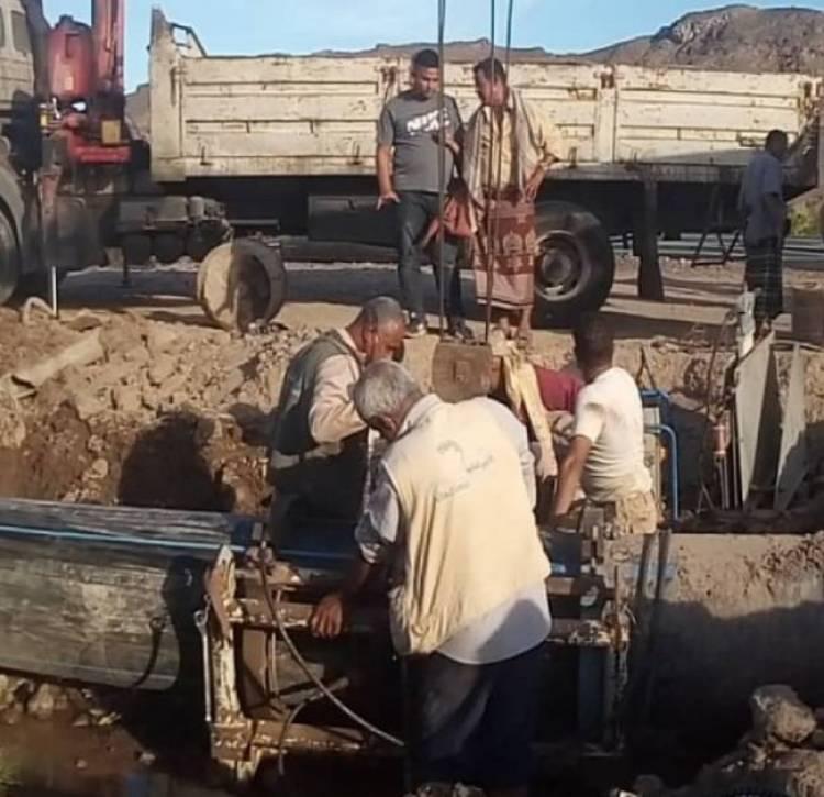 عدن.. مؤسسة المياه تعلن عن توقف حقول المياه بسبب وجود كسر طارئ في الخط الصاعد الى جبل حديد