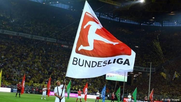 تطهير الكرات خلال الاستراحة في مباريات الدوري الألماني