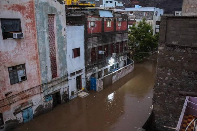 """الامطار تسبب اضرار كبيرة في ممتلكات المواطنين في العاصمة عدن """"بالصور"""""""