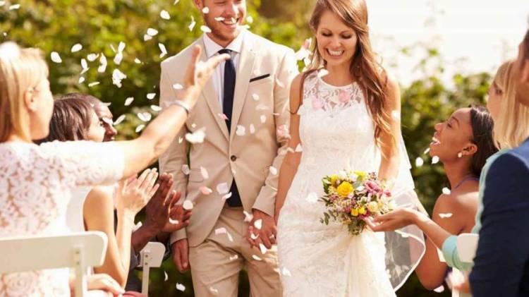 دراسة تكشف.. أيهما أسعد الأعزب أم المتزوج
