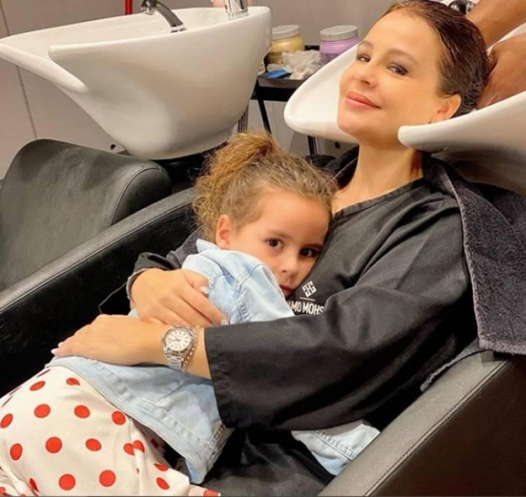 كارول سماحة بصحبة ابنتها تالا في ظهور جديد