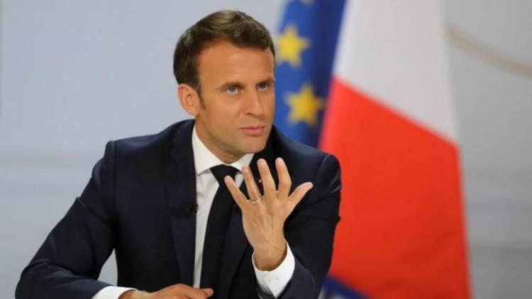 بعد ردود الأفعال على حديثه.. الرئيس الفرنسي يغرد باللغة العربية.. فماذا قال؟