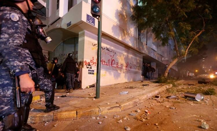مصادر أمنية: فرار ما يزيد على 60 من أحد سجون لبنان