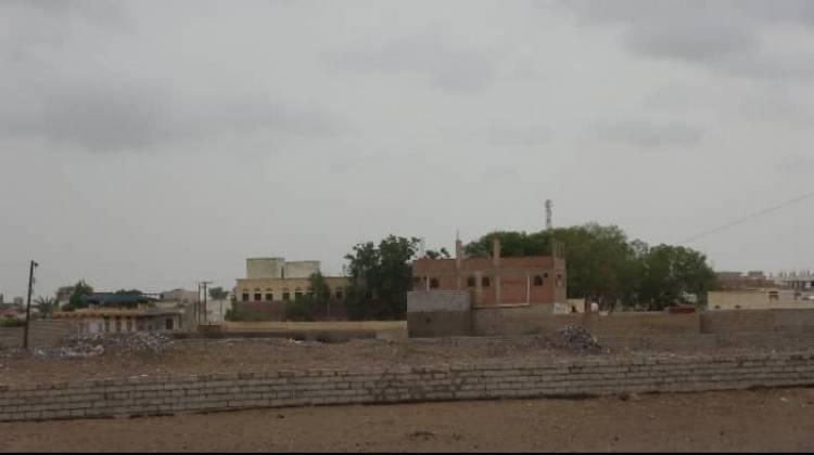 قصف حوثي مباغت يستهدف منازل التحيتا
