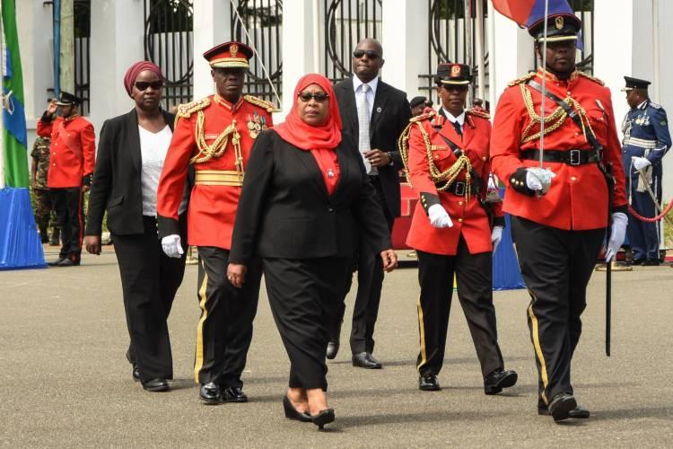 سامية صلوحي..من تكون أول رئيسة مسلمة في تاريخ تنزانيا وشرق إفريقيا؟