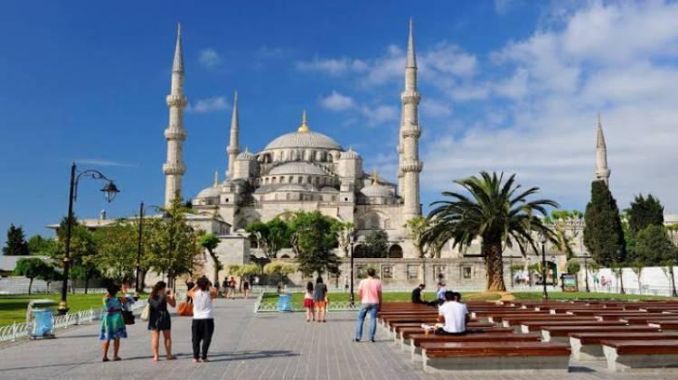 هبوط إيرادات السياحة التركية بنحو 40%