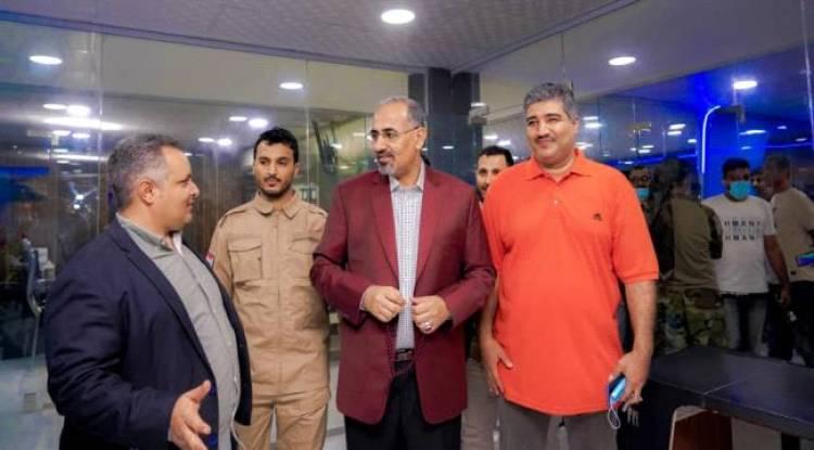 العاصمة عدن..الرئيس الزُبيدي يتفقد سير العمل في وحدة الإذاعة والتلفزيون التابعة للمجلس الانتقالي