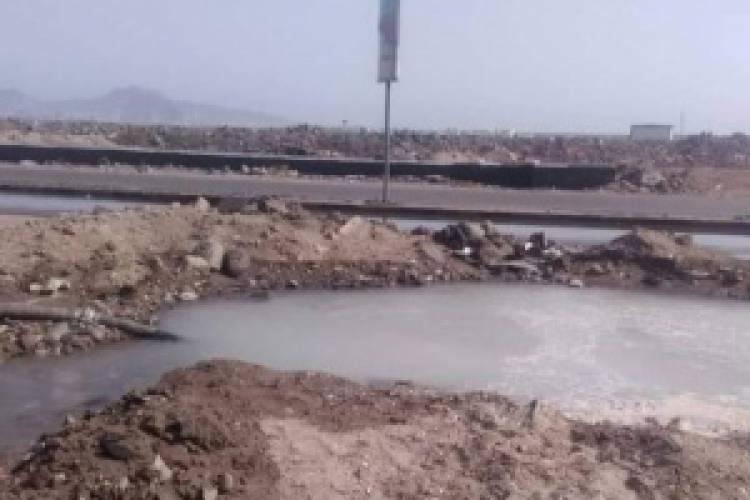 عدن..صيانة خط مياه في المنصورة يغذي 4 مديريات.