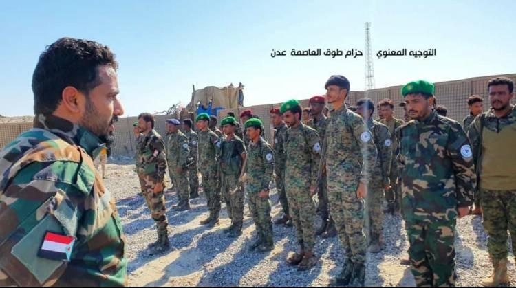 العميد ناجي اليهري يكرّم عدد من جنود نقطة العلم شرقي العاصمة عدن