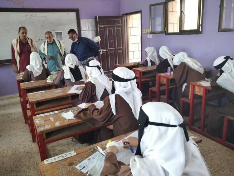 اللجان المجتمعية بدارسعد تتطلع على اداء الامتحانات الثانوية بالمدارس.